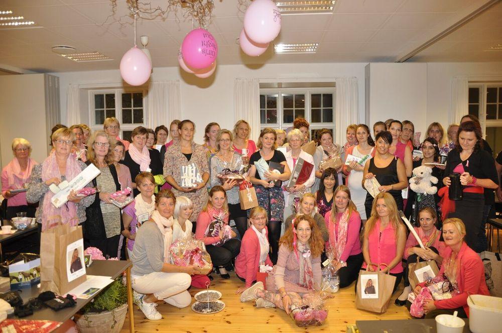 32.500 kroner blev samlet ind til 'Støt Brysterne' og Kræftens Bekæmpelse, da 50 kvinder deltog i Pink Party-festen i Sognegården i Blovstrød.