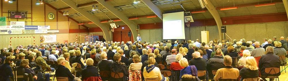 Der var omkring 350 Blovstrød-borgere,som i sidste måned var mødt op til orienteringsmødet om naboforholdet til Center Sandholm. De fleste spørgsmål blev stillet til politiet, men også borgmesteren modtog flere spørgsmål, som han nedenfor svarer på.Foto: AOB
