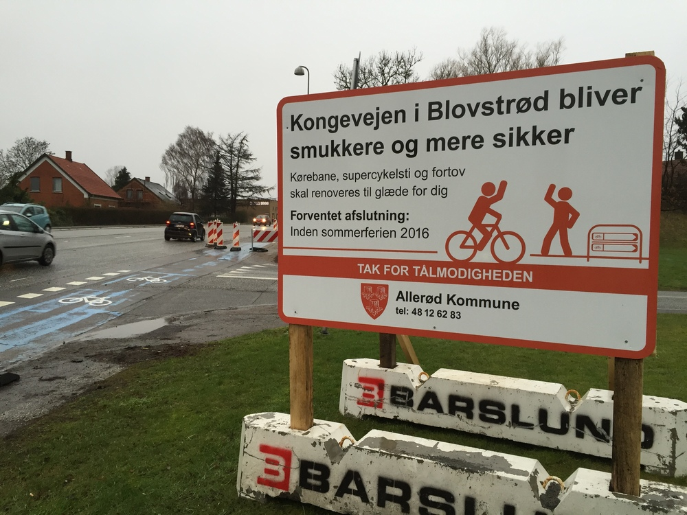 Den renoverede Kongevej bliver både smukkere og mere sikker - det håber vi alle, hvilket Allerød Kommune nu også skilter med. Foto: AOB