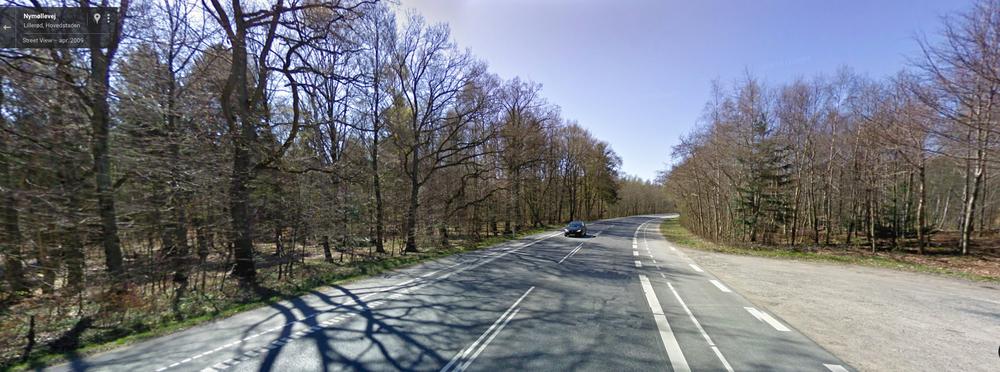 På Nymøllevej i Blovstrød blev en 17-årige cyklende asylansøger taget med 18 bærbare computere og 11 iPhones. Arkivfoto
