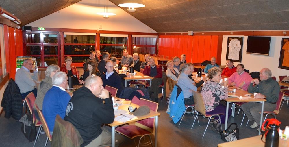 Næsten alle grundejerforeninger i Blovstrød var repræsenteret ved politiets orienteringsmøde i Sportscaféen. Foto: AOB