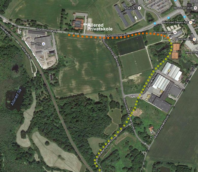 Forlængelsen af Blovstrødbanen er ca. 1/2 km - den orange markering. Og anlægget placeres langs sydsiden af Sortemosevej. Grafik: AOB