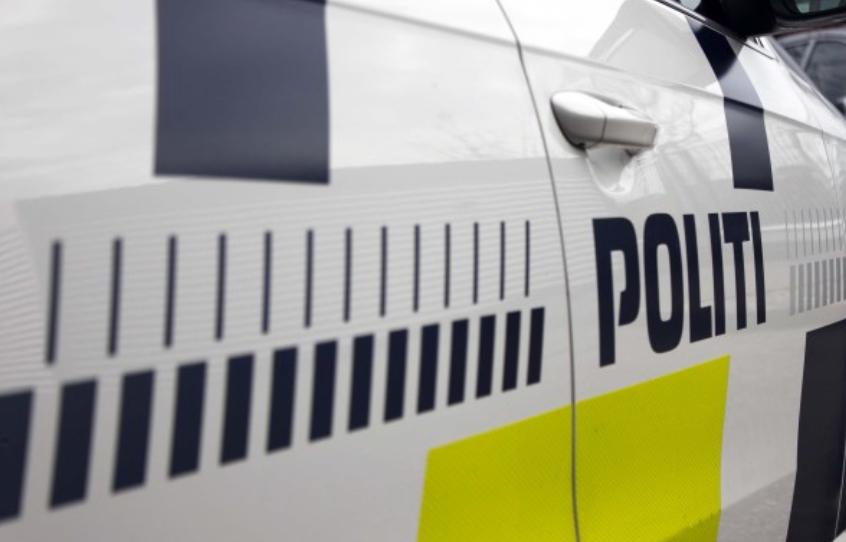 To unge i opgør med saks og kniv i Center Sandholm, så politiet måtte tage affære.