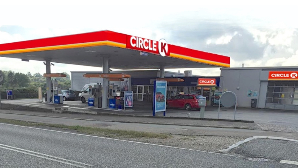 Ja, nogenlunde sådan kommer vor benzinstation her i Blovstrød til at se ud. Manipuleret foto: AOB