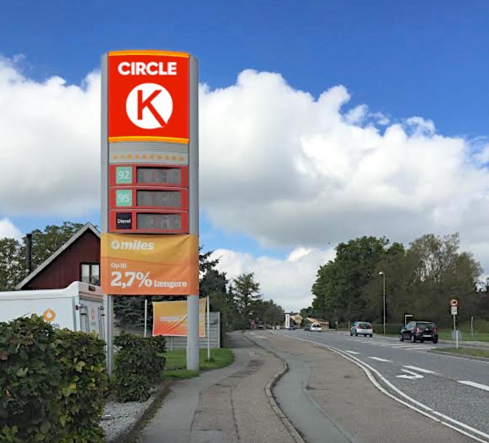 Der skal udarbejdes et nyt logo til benzin-stationerne, men AOB er på forkant og har her et bud på, hvordan det fremtidige logo kan komme til at se ud. Manipuleret foto: AOB
