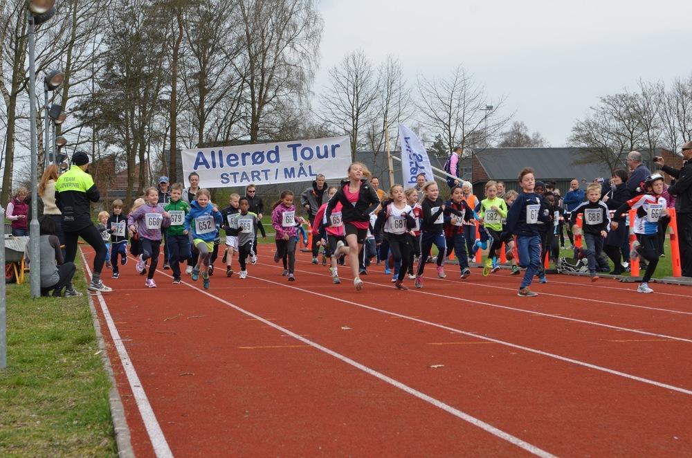 Små 40 søde og super seje børn fra 3 - 10 år gennemførte i flot stil det krævende løb. Foto: AOB