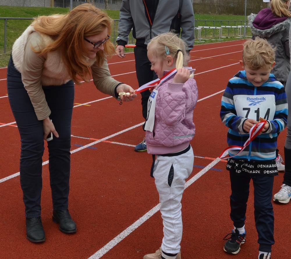 Alle børnene gennemførte løbet og alle modtog en flot medalje. Foto: AOB