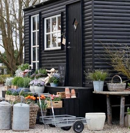 I butikken sælges der planter, vaser, krukker og diverse gave- og indretnings-artikler. Foto: Peter Bilde Fogh