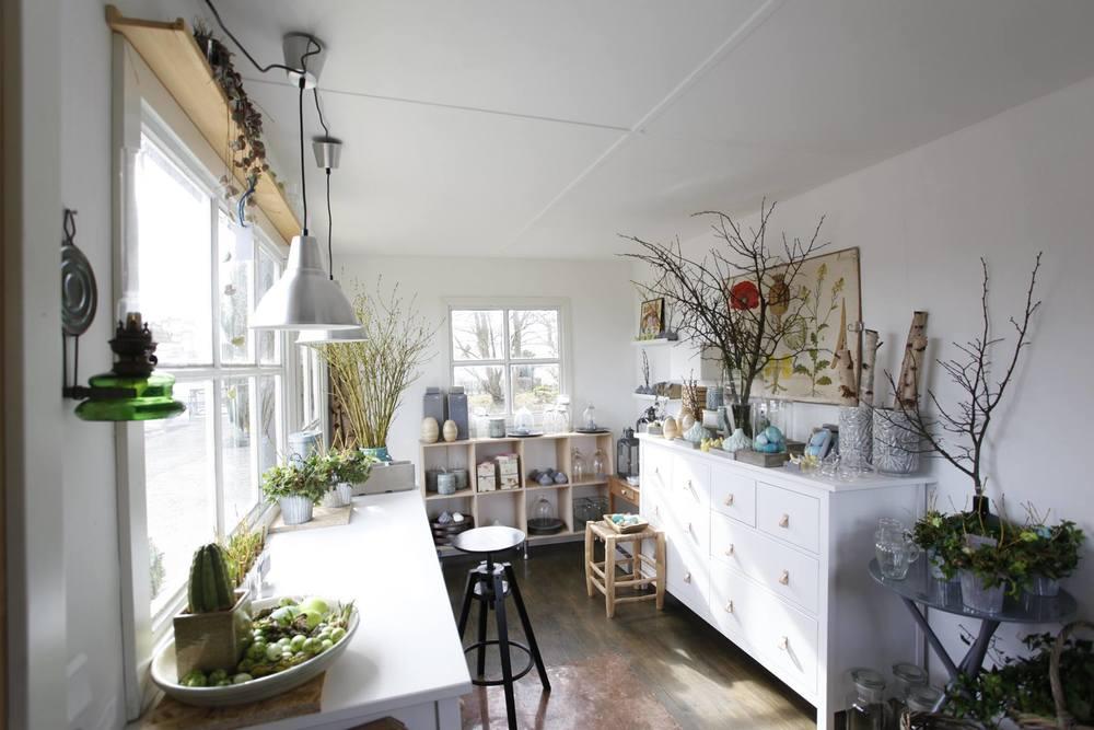 Susanne Bilde Fogh, som nu har åbnet den lille butik her i Blovstrød, er uddannet blomsterdekoratør hos Erik Bering. Foto: Peter Bilde Fogh