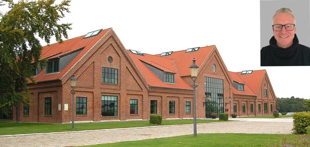 På søndag afholder privatskolen igen 'Åbent hus', hvor man kan hilse på John Ingerslev. Da håndværkerne er begyndt på ombygningerne, vil der være begrænset adgang til visse dele af skolen. Stort foto: AOB