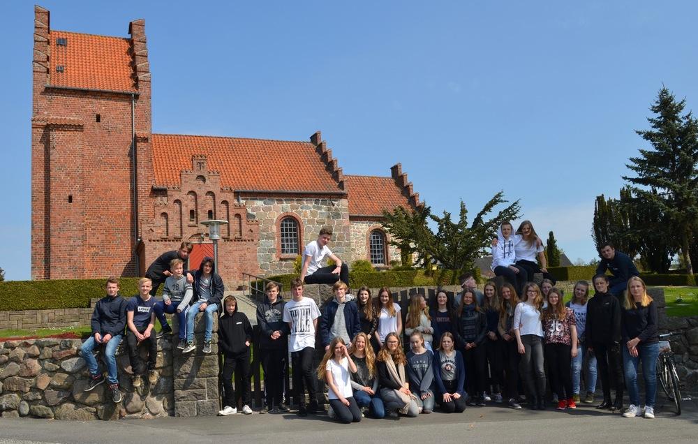 I år er der i alt 33 unge, som skal konfirmeret i Blovstrød Kirke. Foto: AOB