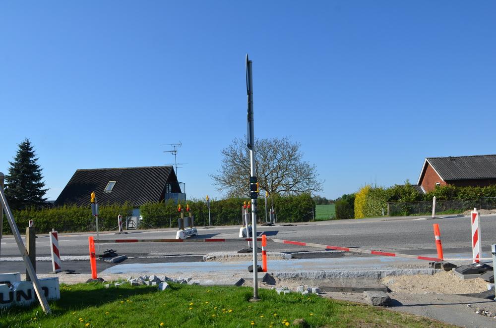 Der bliver kun tale om en delvis åbning fra Kongevejen ind til det nye Blovstrød, idet huset til venstre på billedet ikke fjernes i første omgang.Foto: AOB