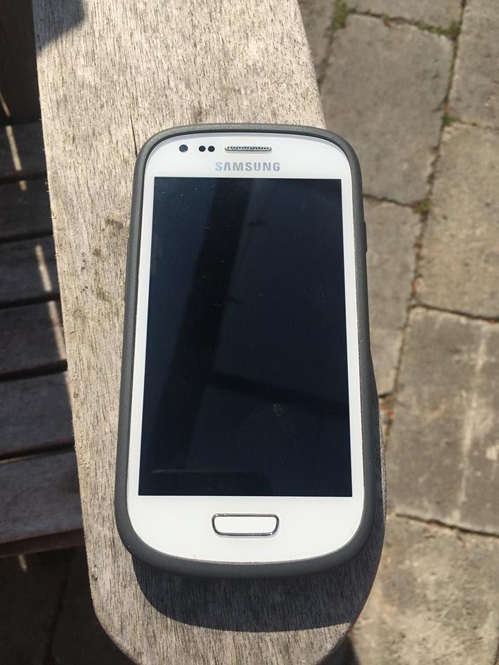 Det er denne Samsung-mobiltelefon, som er fundet. Hvem er ejermanden? Foto: Tine Bjerregaard Andersen