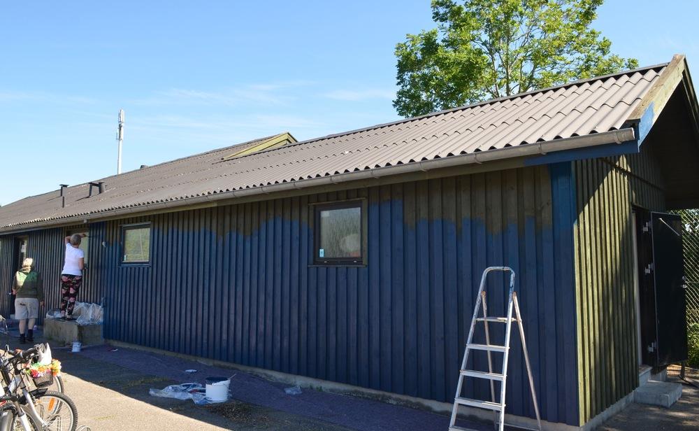 Det bliver virkelig en opfriskning af facaden med den spejderblå facade og med hvide vinduer. Foto: AOB