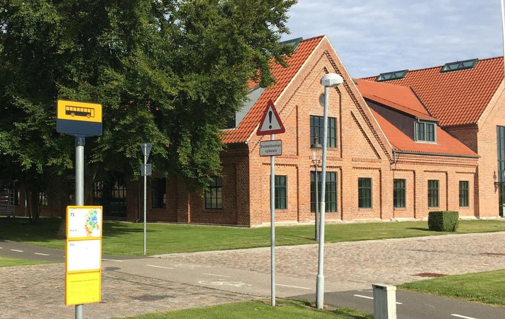 Kommunen har nu etableret et busstoppested lige uden for skolen. Foto: Allerød Privatskole