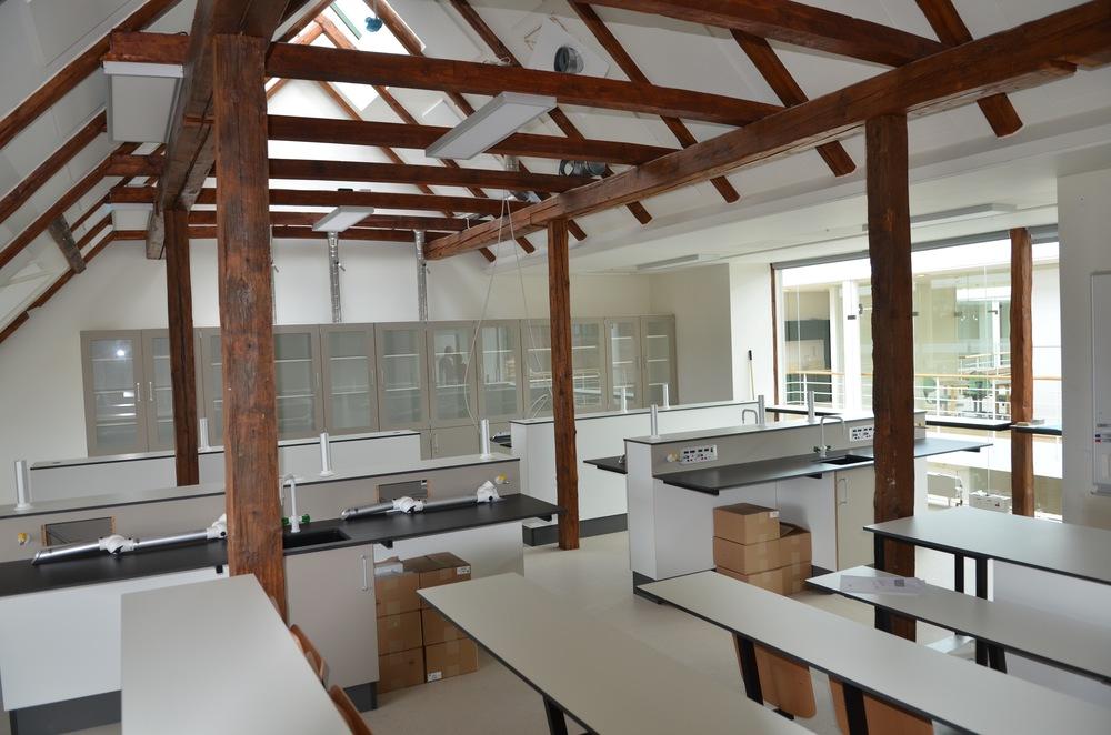 Biologi og fysik/kemi-lokalerne var indrettet med helt nyt inventar. Foto:AOB