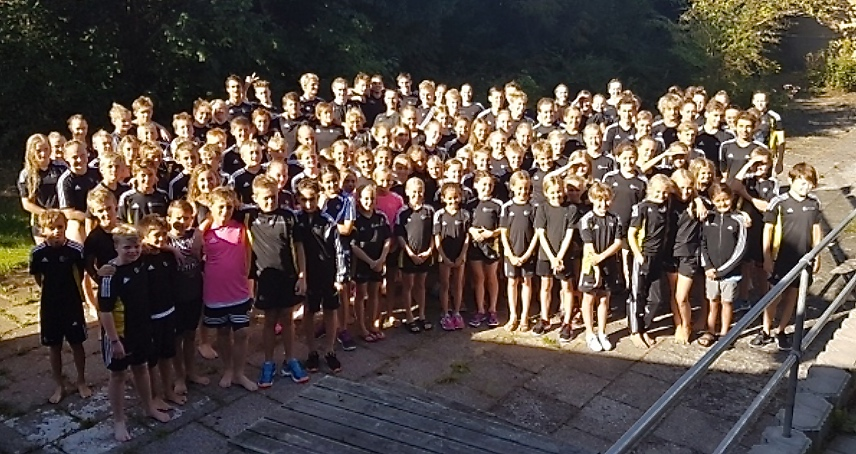 Svømmerne i Sigma Swim er på jagt efter sponsorer i hele Allerød Kommune, når der skal svømmes penge hjem til det store sponsorstævne den 1. oktober i Blovstrød Svømmehal. Foto: Sigma Swim