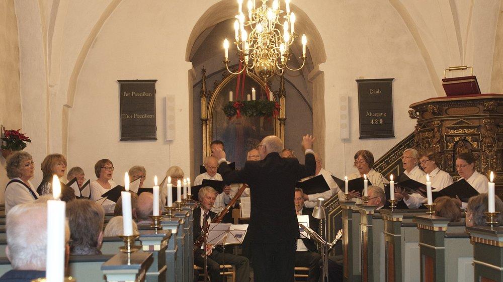 Igennem flere generationer har Blovstrød Kirke haft tradition for at have et voksenkor - nu søger man nye stemmer. Foto: AOB