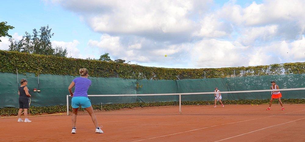 Der blev spillet finale-turnering det meste af lørdagen, og rigtig mange hold var i gang - nogle flere gange. Foto: AOB