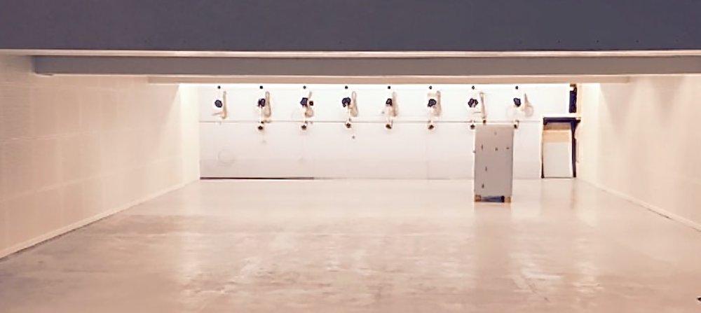 Blovstrød Skytteforening har lokaler med tilhørende skydebaner i kælderen på Blovstrød skole.