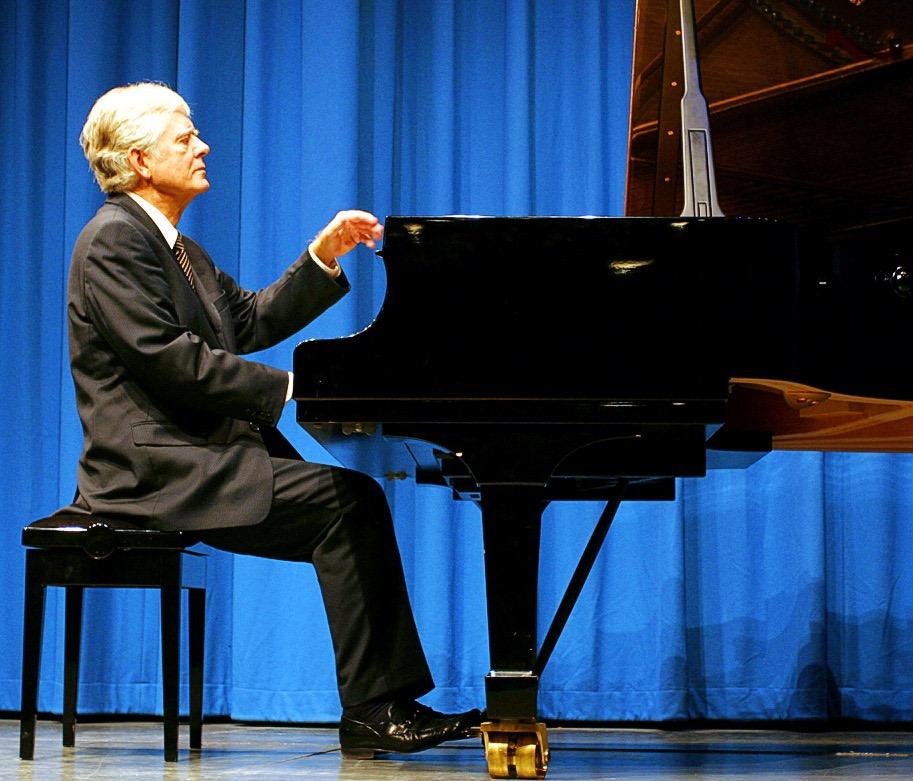 Mogens Dalsgaard mestrer den sjældne kunst at forstærke den musikalske oplevelse gennem velvalgte anekdoter om komponisterne og de aktuelle værker.