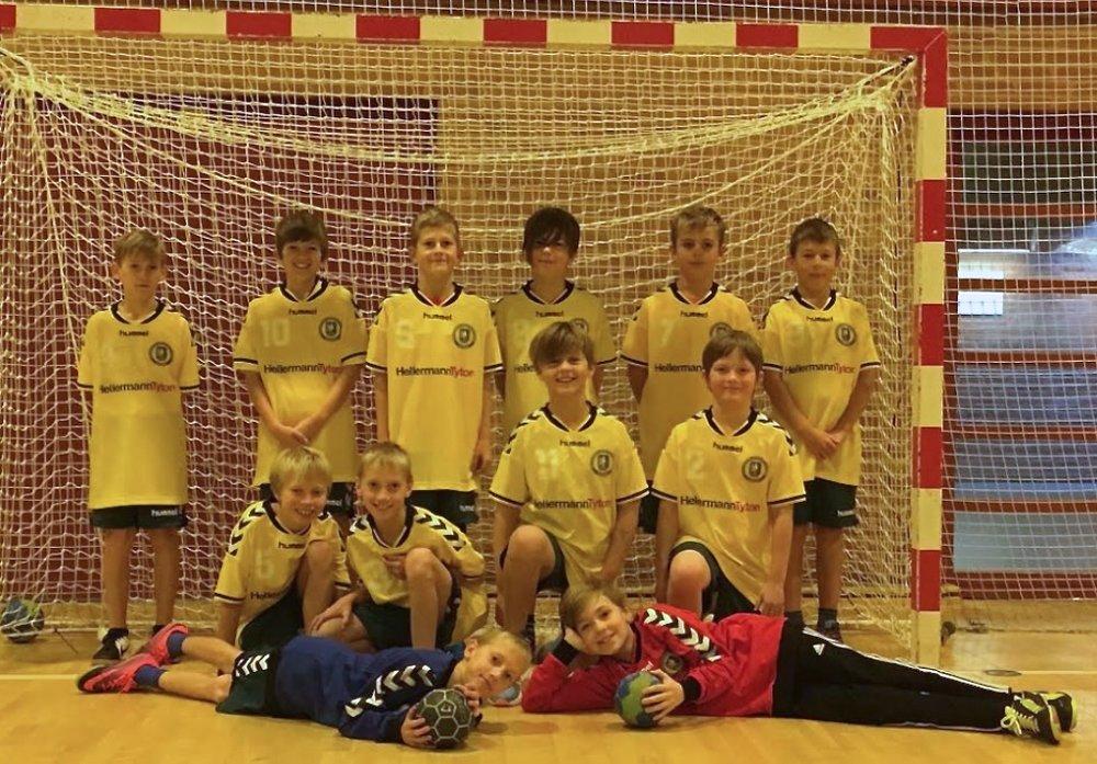 Blovstrøds U10-håndbolddrenge er trukket i nye klæder - sponseret af den internationale virksomhed HellermannTyton.   Foto:Lene Norden