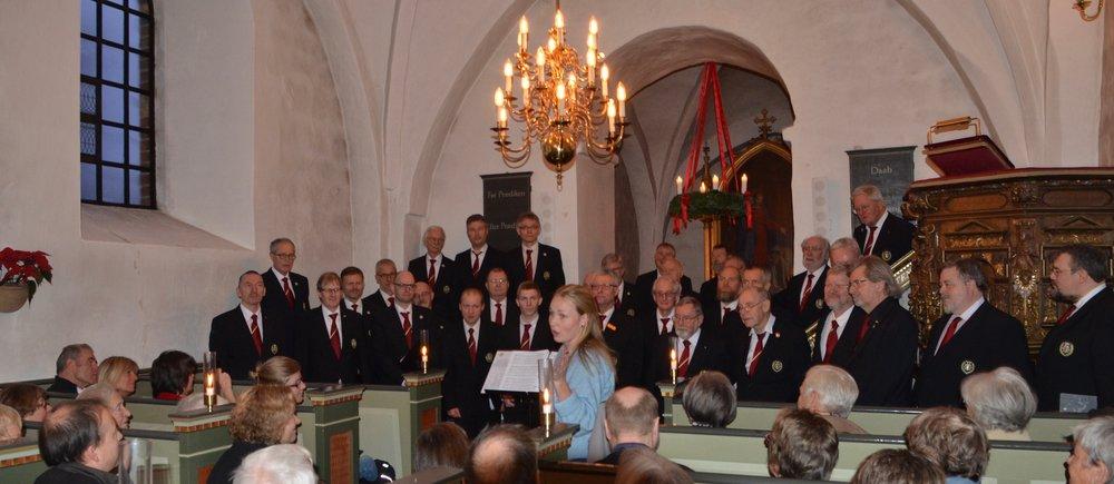 Efter koncerten bød Kristine Ravn - på menighedsrådets vegne - på en let anretning i sognegården. Foto: AOB
