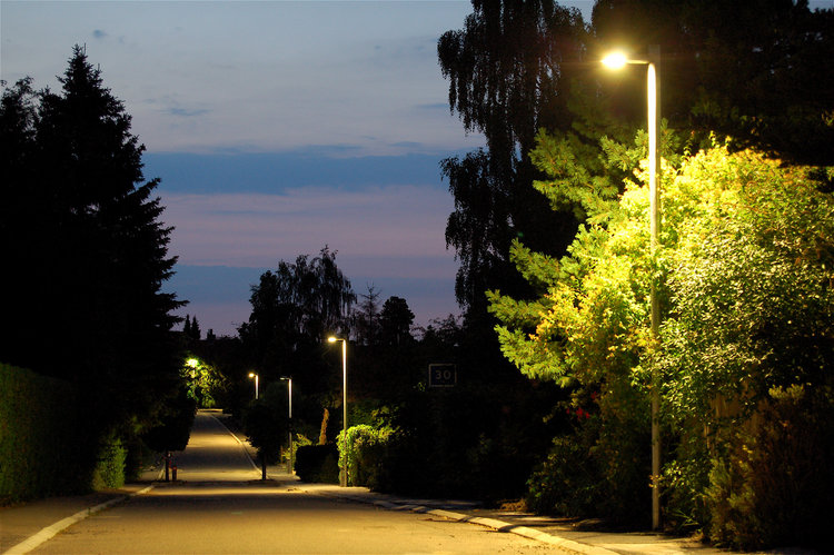 Kommunen havde afsat 20 millioner kroner til købet af vejbelysningen, men nu er forhandlingerne afsluttet med DONG, og det resulterede i, at man har fået belysningen til under halv pris -cirka 12 millioner billigere. Foto: AOB