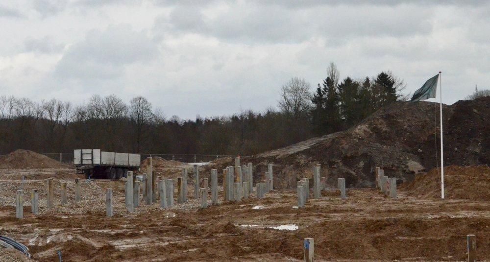 Nogle af de rækkehuse, som ligger længst mod syd, har 'blød bund', hvorfor de må udføres med en pælefundering.Foto: AOB