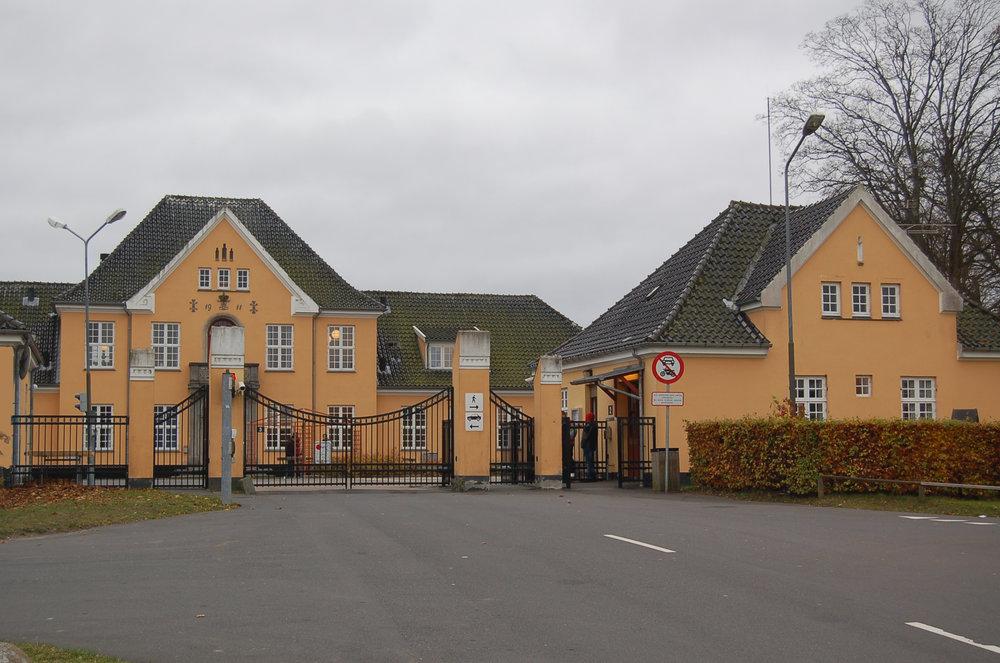 Ud fra signalement af røverne lykkedes det en politipatruljevogn at finde de tre personer, som angiveligt bor i Center Sandholm. Arkivfoto: AOB