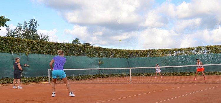 Blovstrød Tennisklub inviterer alle til en aktiv tennis-formiddag.Foto: AOB