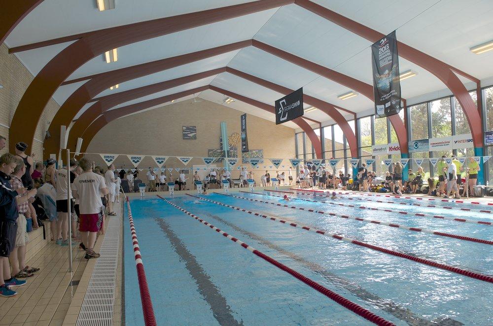 Fra et tidligere svømmestævne fra Blovstrød Svømmehal. Arkivfoto: AOB
