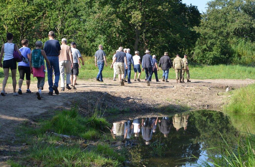 Den guidede tur tiltrækker normalt mange borgere, som ved denne lejlighed kan opleve den varierede og smukke natur i Forsvarets øvelsesterræn. Arkivfoto: AOB