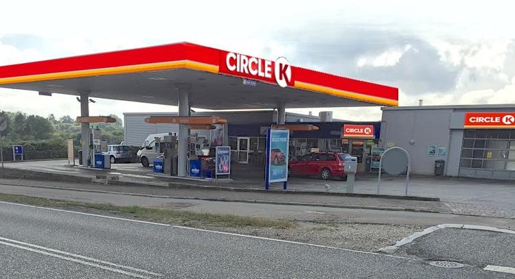 PåKongevejen - ud for Circle K - standsede Nordsjællands Politi natten til lørdag en personbil, hvor føreren ikke havde gyldigt kørekort. Arkivfoto: AOB
