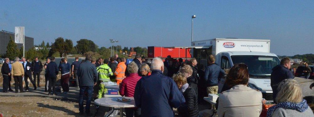 Entreprenører,samarbejdspartnere og de kommende beboere var inviteret til 'Åben grund' i fredags. Foto:AOB
