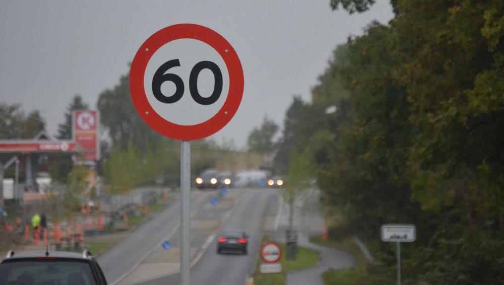 Lige inden man når byskiltet 'Blovstrød' står der, at nu må man køre 60 km/t - er det en fælde?Foto:AOB