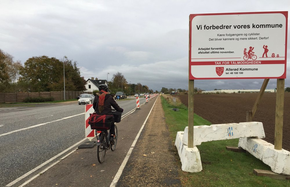 """Kommunen skriver: """"Kære fodgængere og cyklister - det bliver kønnere og mere sikkert - derfor!"""" Foto: AOB"""