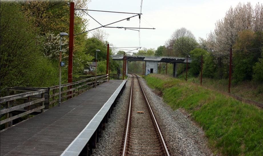 En opgradering af trinbrættet ved Høvelte til en egentlig station 3-400 m syd for det nuværende trinbræt kan skabe en ny Farremose-sag. Foto: Jernbanen.dk