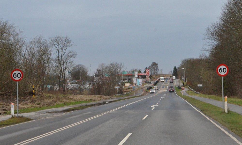 Mange bilister mener, at disse to 60km-skilte er en fælde. Er de til glæde for politiets fotovogne? Foto: AOB