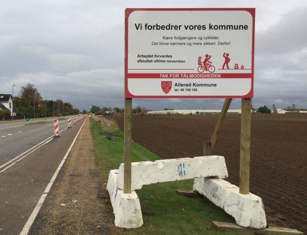 """Kommunen skriver til borgerne: """"Kære fodgængere og cyklister. Kongevejsrenoveringen bliver kønnere og mere sikker - Derfor!""""Men bliver det nu mere sikkert og kønnere? Foto: AOB"""