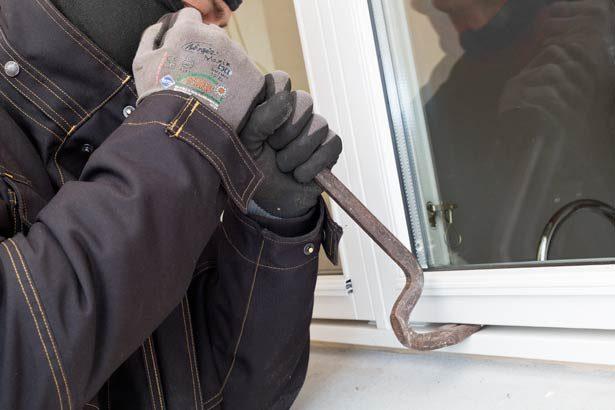 Politiet har fået anmeldelse om endnu et indbrud i Blovstrød.Et vindue er brudt op med et koben.