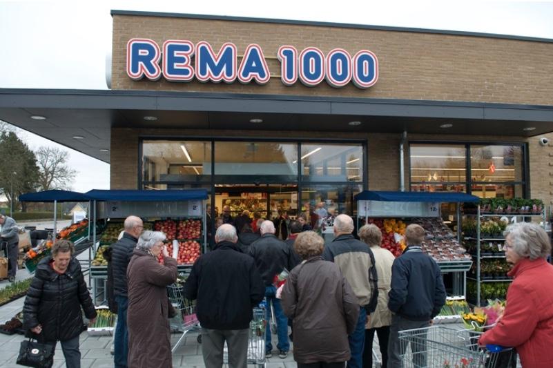 Maskerede indbrudstyve på spil i Rema 1000. Arkivfoto:AOB