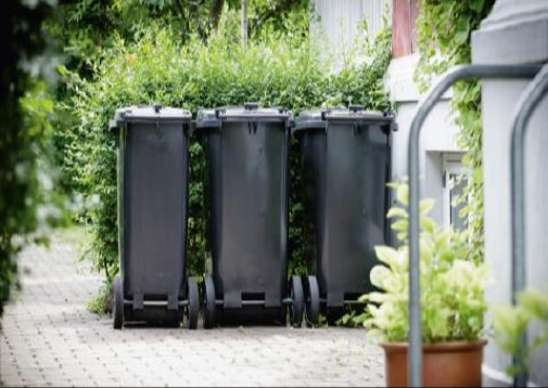 Udrulning af et nyt indsamlingssystem er planlagt at starte til næste år, og konsekvensen kan blive, at en husstand skal have op til tre affalds-beholdere stående   tæt ved sin ejendoms indgangparti  . Foto:Norfors
