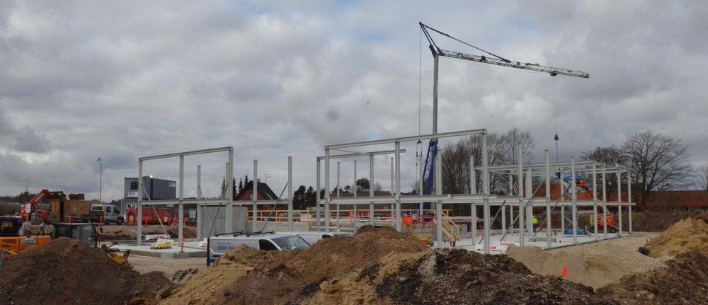 De bærende stålkonstruktioner giver et godt billede af, hvor stort projektet i virkeligheden er. Foto:AOB