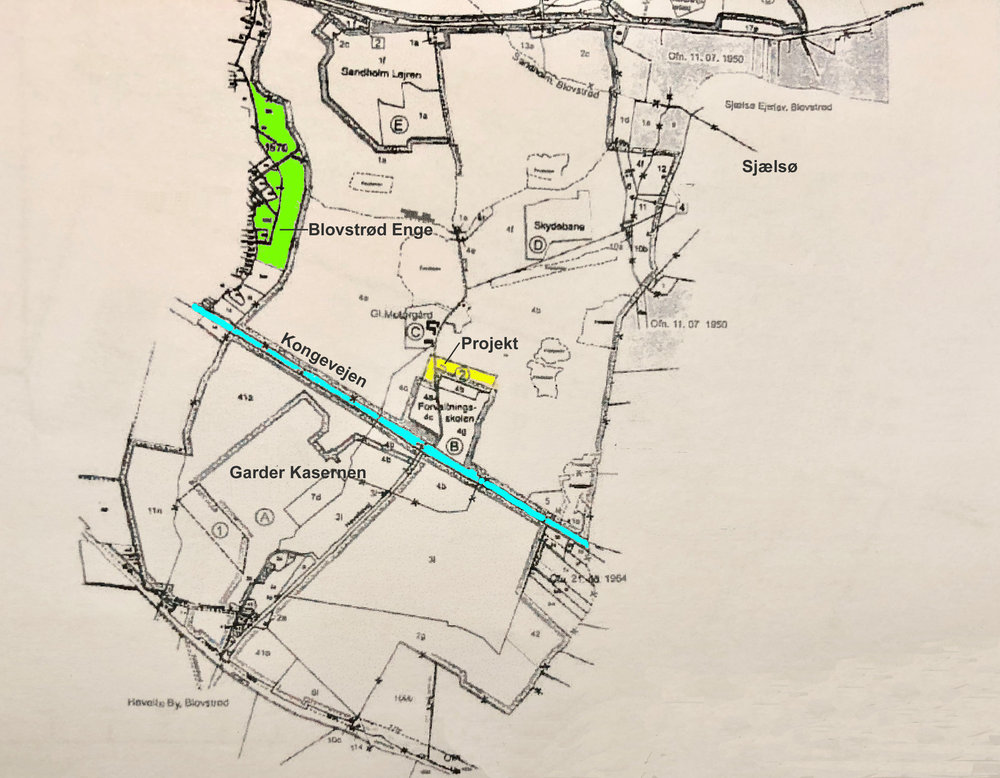 Militæret planlægger etableringen af en styre- og bremsebane på ialt 6.500 m2 nord for forvaltningsskolen - markeret med gult på kortet.