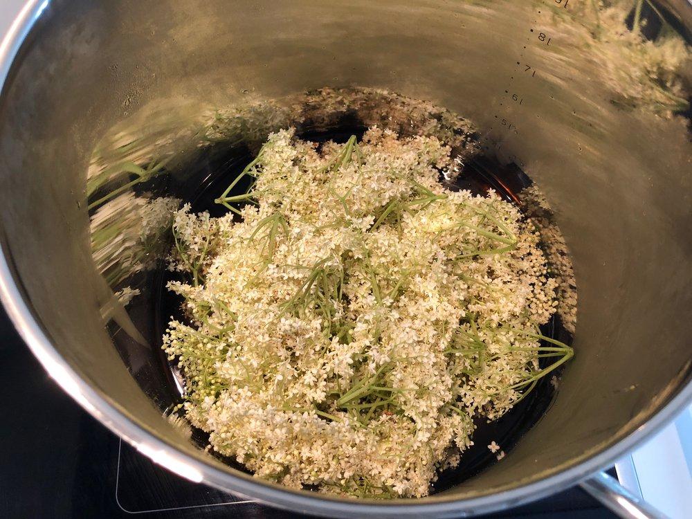 Kog først vand og sukker op.  Foto: Stine Nyberg