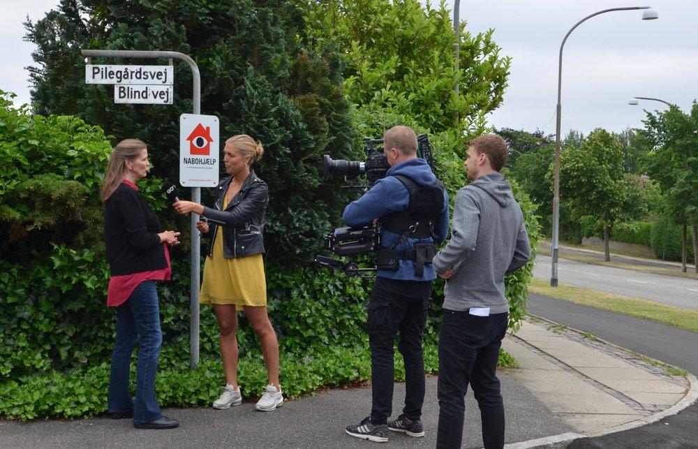 Gitte Damgård bliver her interviewet af   Josefine Stork  fra Go'Morgen Danmark. Foto: AOB