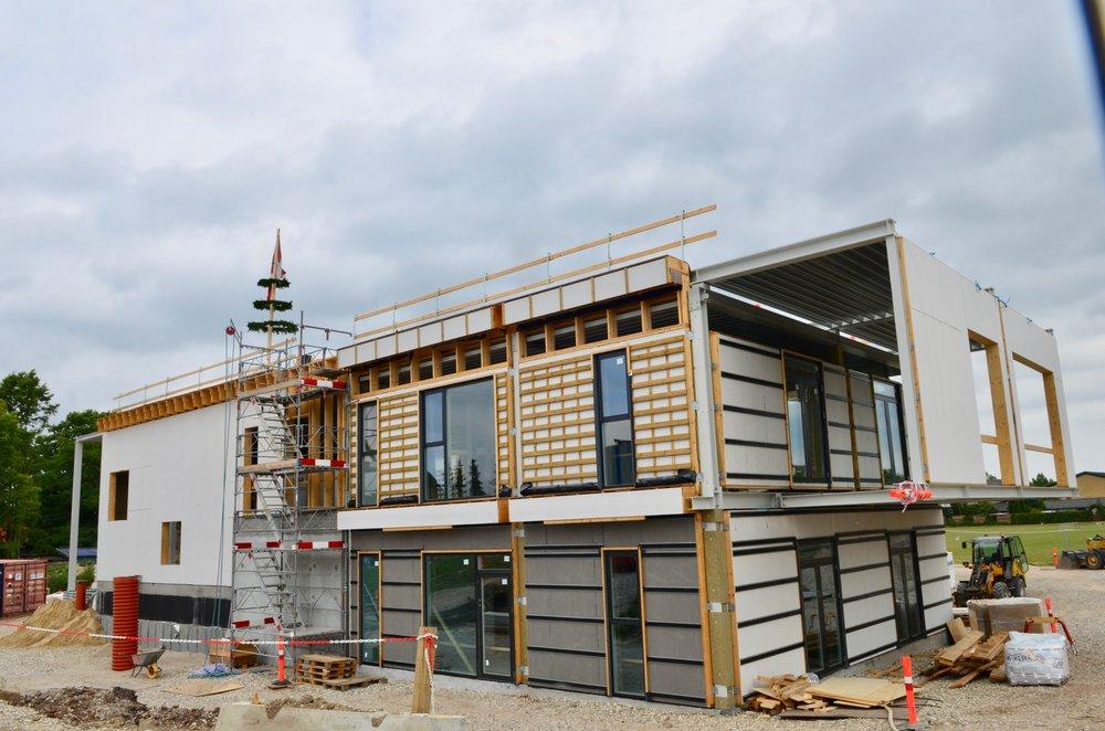 Opstarten af byggeriet var lidt tung, men nu er tidsplanen indhentet, så hovedentreprenøren,  Adserballe &Knudsen, er sikker på, at kunne overholde afleveringsdatoen, som er den 31. december i år. Foto:AOB