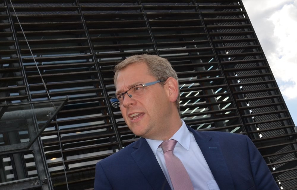 Fra og med august måned kan man   trække et nummer til borgmester  Karsten Längerich en bestemt torsdag i hver måned. Foto: AOB