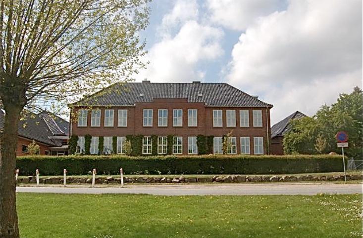 For 80 år siden - den 19. august 1938 - åbnede Blovstrøds nye skolebygning. Det bliver fejret på fredag, den 17. august. Foto:AOB
